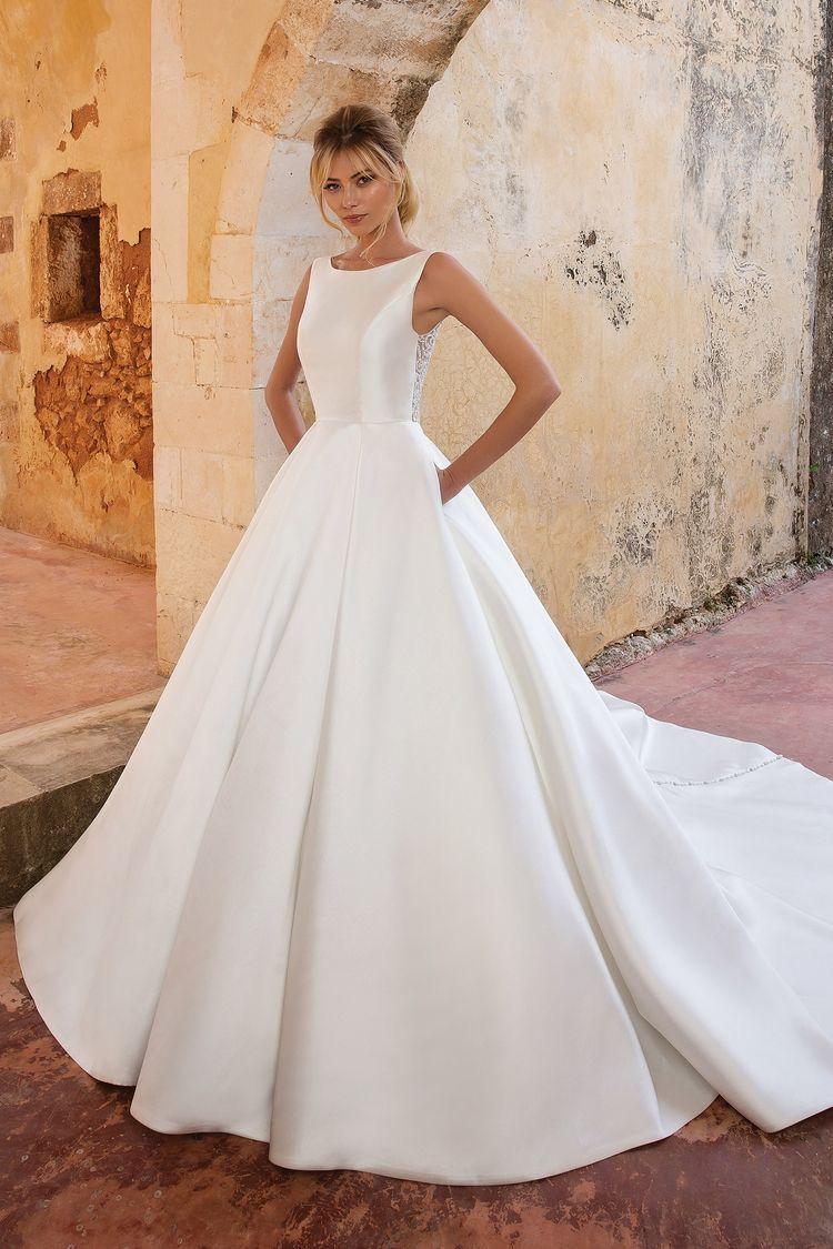 Pin By Alli Johnson On My Wedding Wedding Dress Long Sleeve Ball Dresses Ball Gown Wedding Dress [ 1125 x 750 Pixel ]
