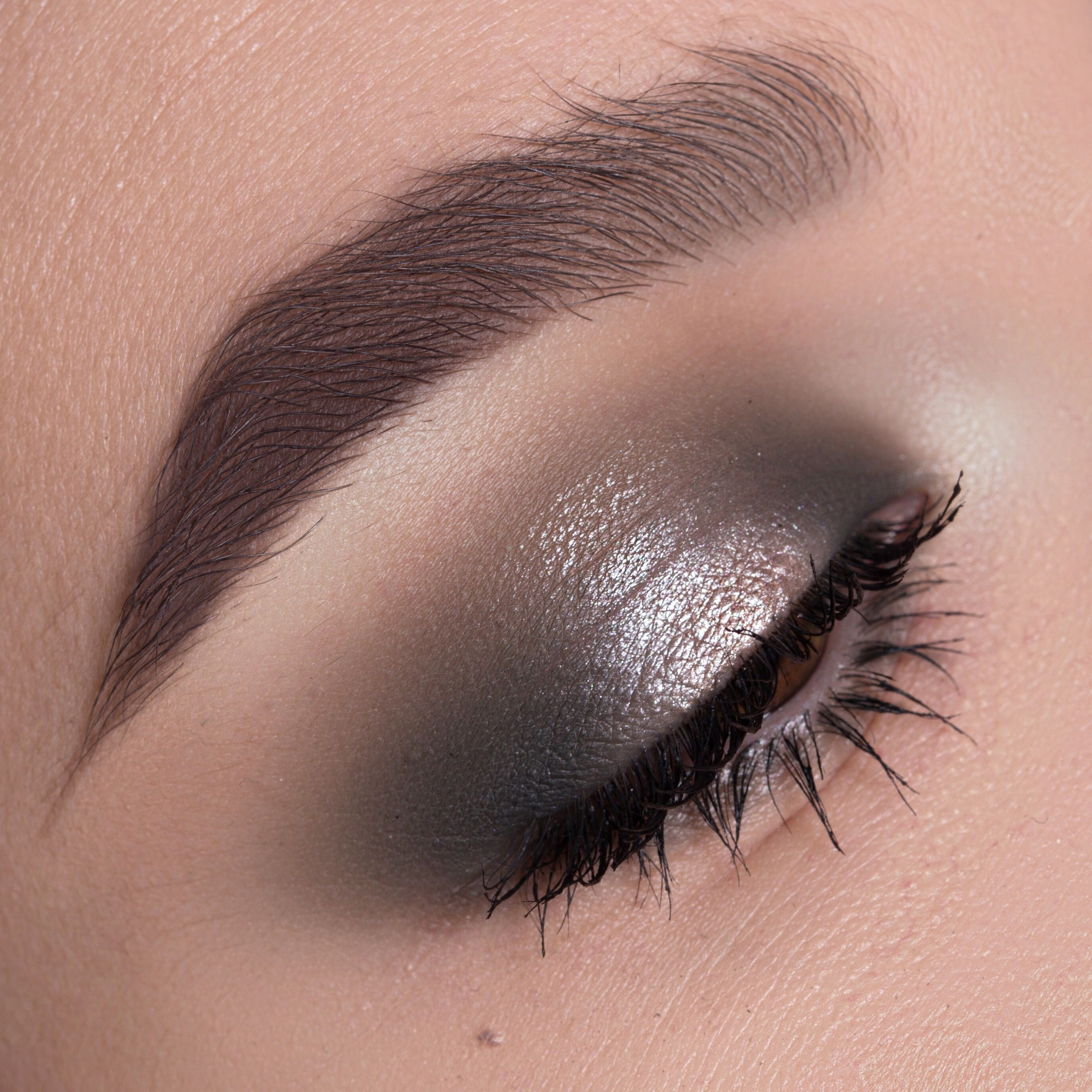 Soft green halo Makeup Tutorial Halo eye makeup, Grey