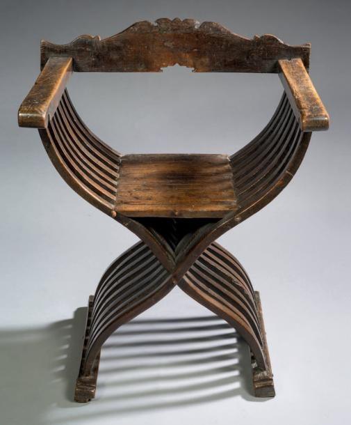 si ge pliant lamelles dit savonarole bois de noyer h 90 cm l 76 cm p 55 cm italie du nord. Black Bedroom Furniture Sets. Home Design Ideas