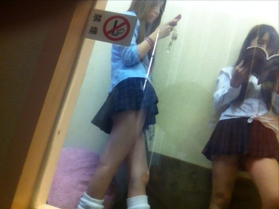 Japanese High School Girl Viewing Clubs Let Customers Pay For Panty Shots Unfazed By 2011 Crackdown