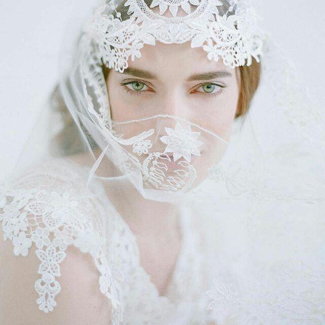 Fabulous  photo from.@elizabethmessina  #weddinginspo  #Repost @elizabethmessina ・・・ hi, my name is elizabeth & I am addicted to lace..... #sigh @clairepettibone #luminous @geraldinemagazine #vintage #imightneedanintervention