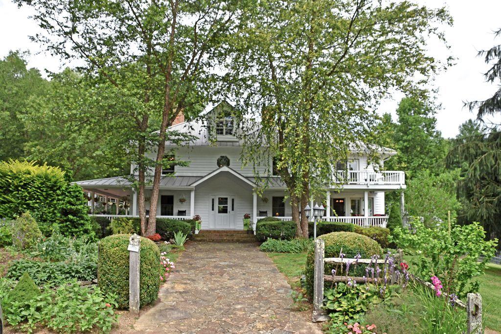 1552/158 Broadstone Rd, Banner Elk, NC 28604 6 beds 5 baths 5,845 sqft $3.3m