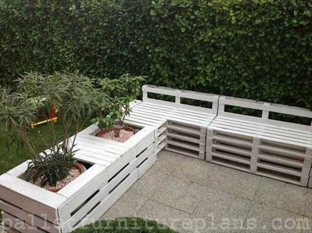 pallet garden pallet sofa and planter in the garden in pallet garden diy pallet ideas with sofa planter garden - Garden Furniture Crates