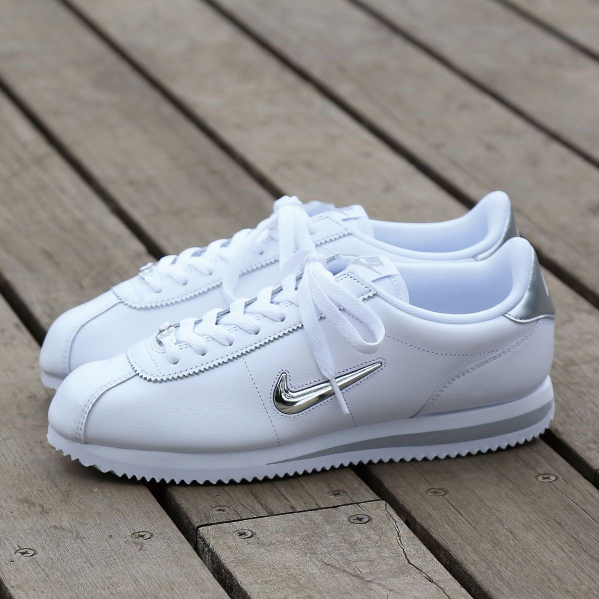 Pin by ΕΛΕΝΗ ΜΠΛΕ on shoe | White nike shoes, Urban shoes