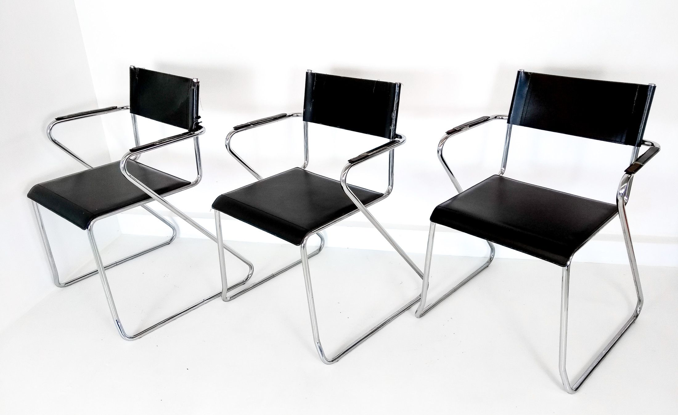 Sedie Di Pelle Design.Set Di Tre Sedie Di Design In Pelle Nera E Metallo Cromato