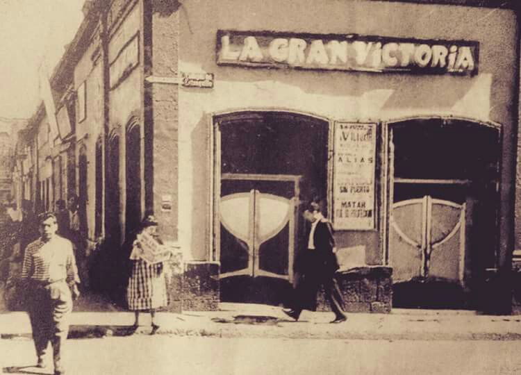 Cantina la gran Victoria en el primer callejon del Estanquillo. 1920 #cdmx