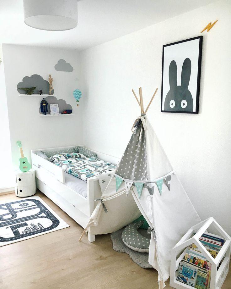 dieses sch ne bild mit den limmaland wolken im kinderzimmer haben wir von unserem kunden. Black Bedroom Furniture Sets. Home Design Ideas