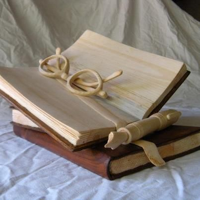 Nino Orlandi - Carved wood