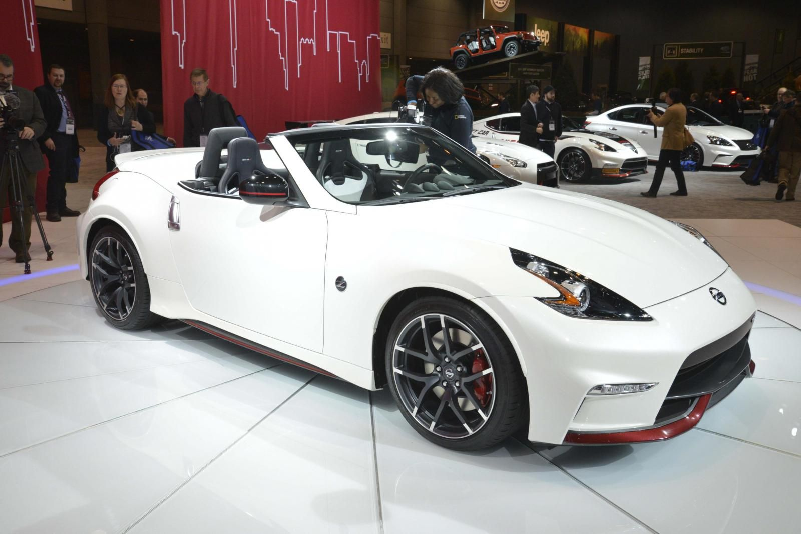 Chicago Auto Show Hosted A Quite Appealing Nissan 370z Nismo Nissan 370z Nissan 370z Convertible Nissan 370z Nismo