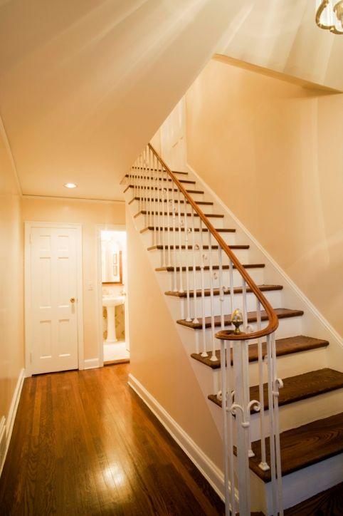Comment Peindre Un Escalier Leroy Merlin Escalier Peint Amenagement Escalier Idees Escalier