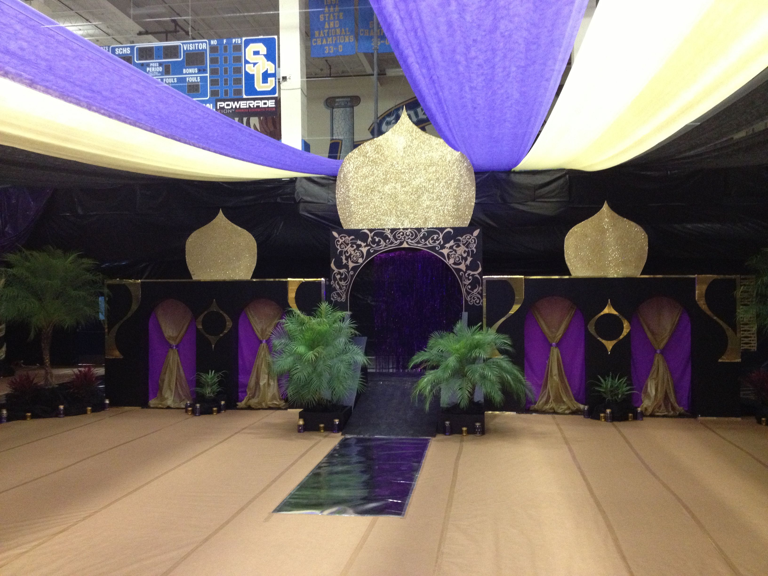 Décoration Bal De Promo Senior Walk At Arabian Nights Prom Bollywood Pinterest