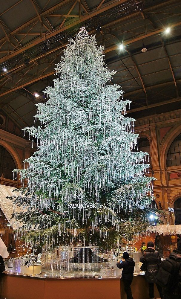 Swarovski Tree If I Am Not Mistaking It Stands In The Train Station In Berlin Gorgeous Rozhdestvenskie Idei Rozhdestvenskaya Elka Dekoracii