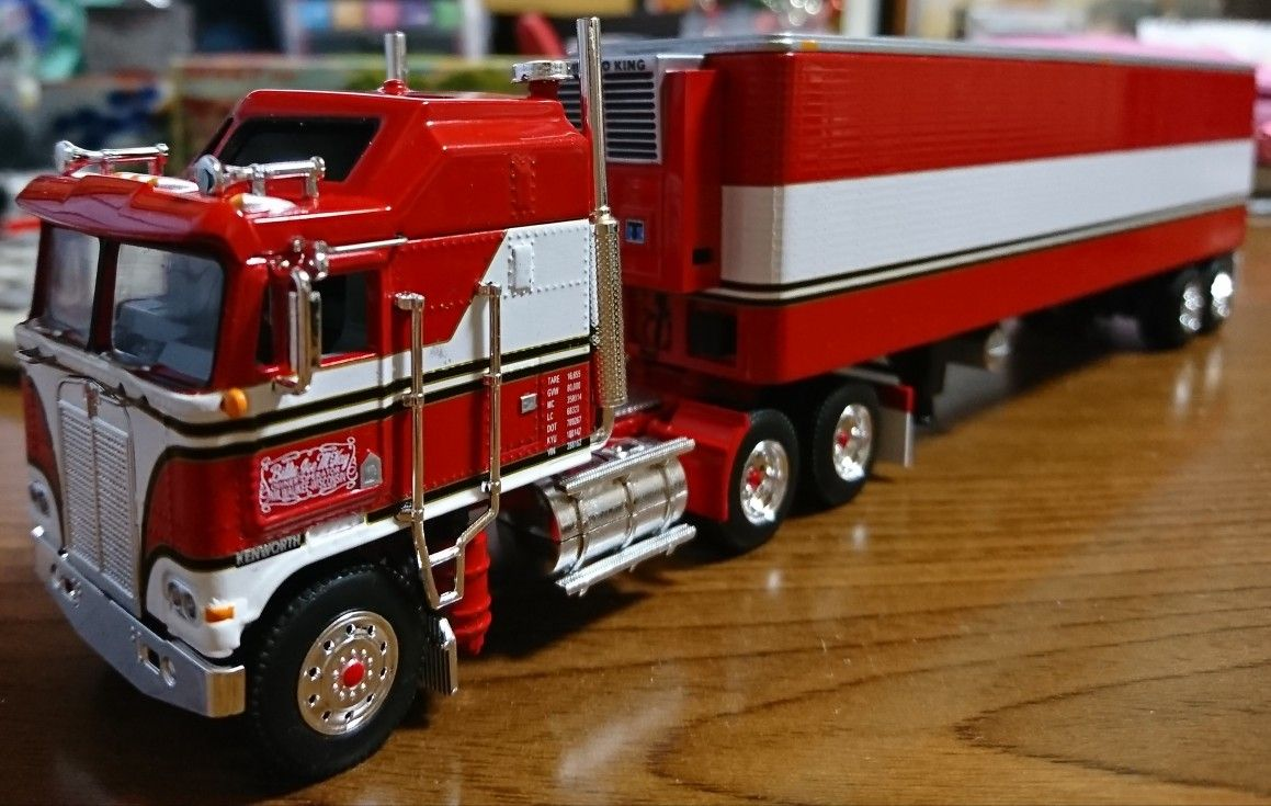 B.J. and the bear truck Model truck kits, Kenworth
