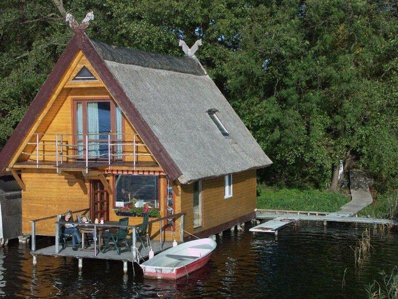 Reetgedecktes Bootshaus am Mirower See Bade und