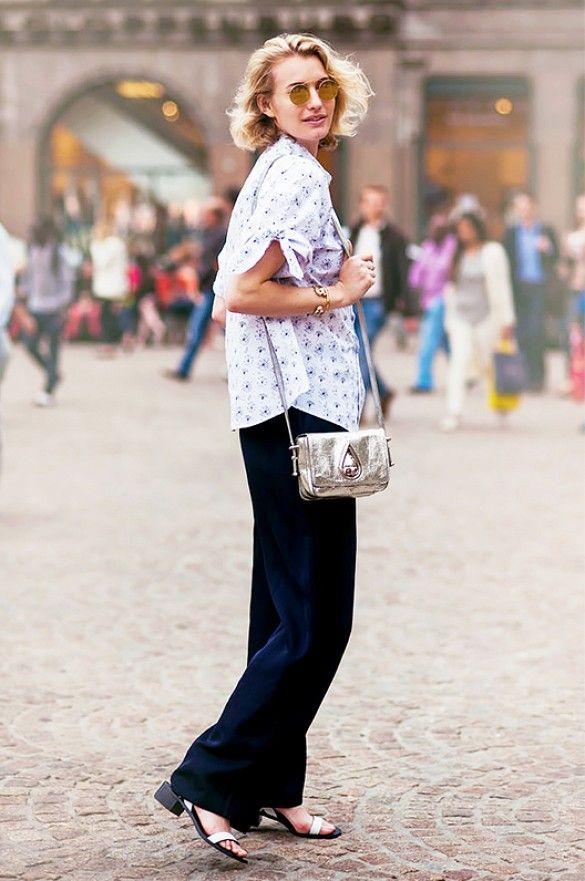 Zanita Whittington of Zanita pairs classic wide-leg pants with cool hued accessories // #Fashion #StreetStyle