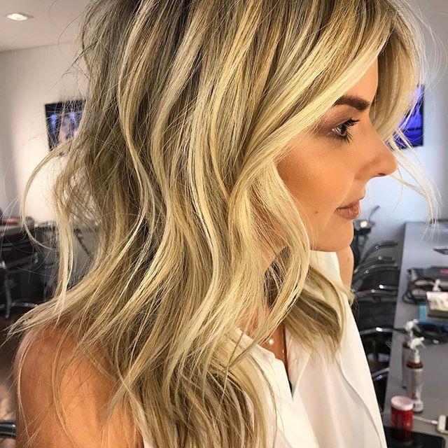 Blonde Pérola + Mantega #blondehair #romeufelipe #mechascriativas make @michelleaprigio