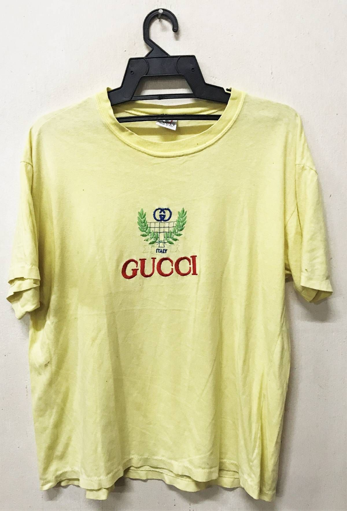 077c1c19ca8ef Gucci VINTAGE GUCCI EMBROIDERY LOGO T-SHIRT Size m - Short Sleeve T-Shirts