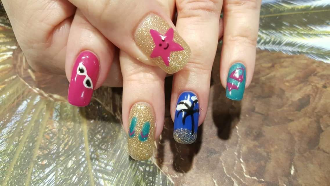 50+ Cutesy Holiday Nails to Bring Out the Oomph in You | Long oval ...