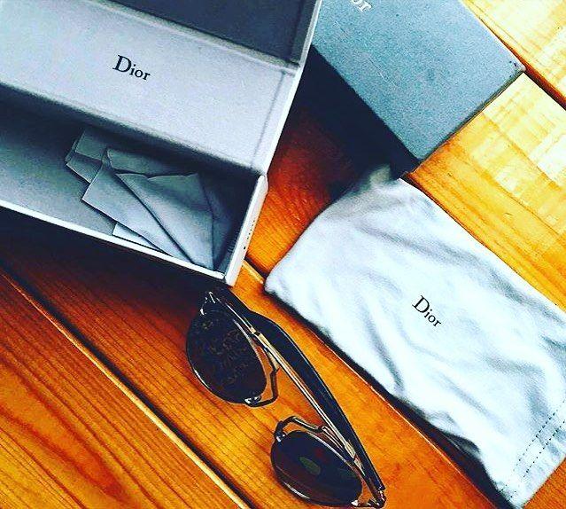 """@milexr has done a great unboxing of one of our products. Do you want to see it? #dior #sunglasses #blogger #mirrored @opticalh  Nuestro nuevo colaborador Milex ha hecho un genial """"unboxing"""" de uno de nuestros productos Quieres verlo? #gafasdesol #dior #espejadas #espejo #blogger #lalaguna"""