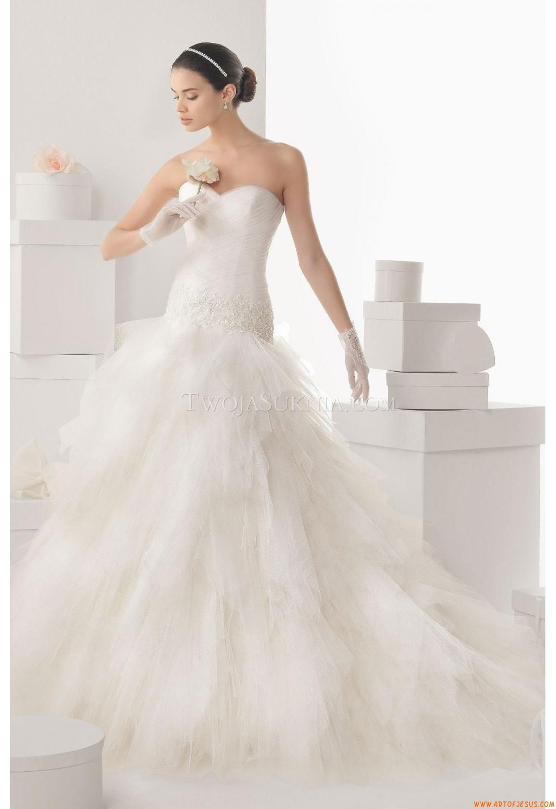 foto The Rosa Clara 2014 Wedding Collection is Exquisitely Unique