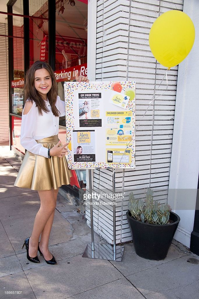 Bailee Madison Hosts Alexs Lemonade Stand Photos and ...