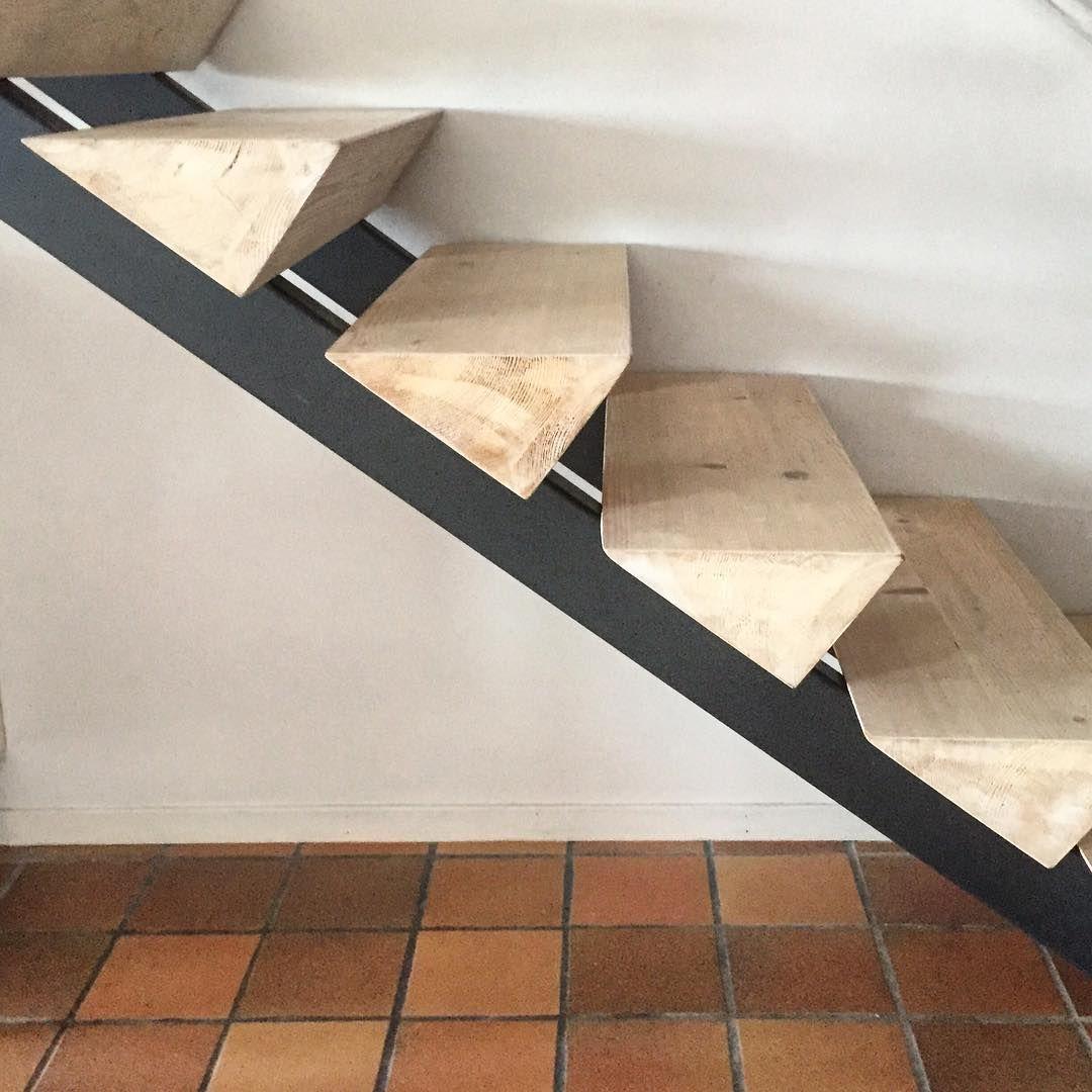 Original escalera de pelda os de madera maciza - Reformas de escaleras ...