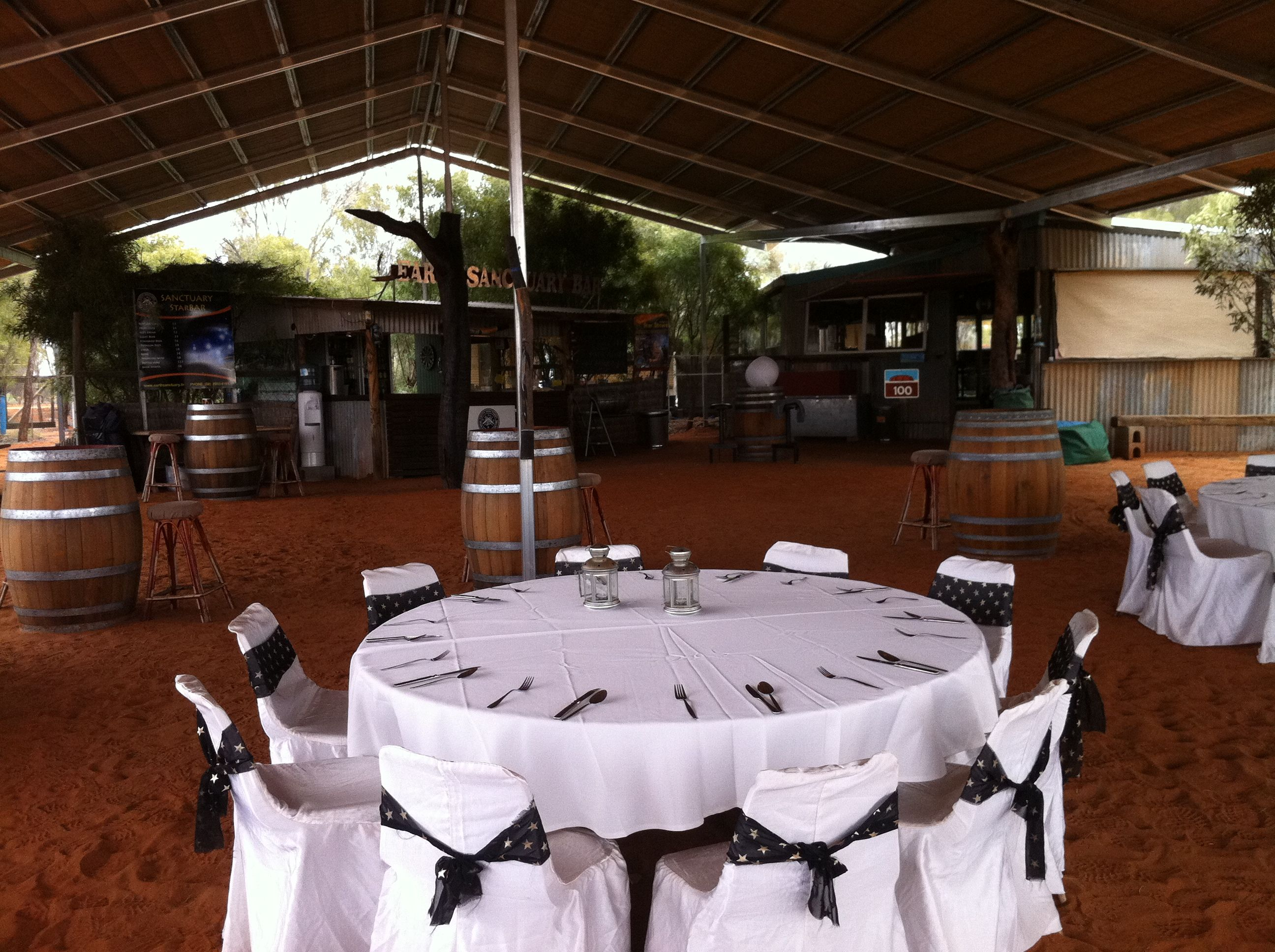 For a memorable Outback experience, check out Earth Sanctuary's Spirit of the Outback Dinner & Show