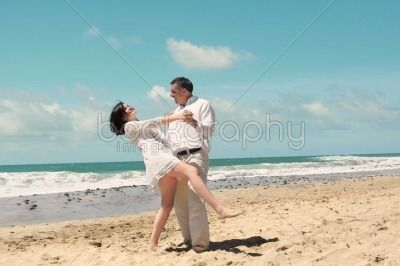 Click on the image to Download in High Quality! | #cute #couple #dancing #portrait on the #beach with a #classic #style you can download the #photography on #bookgraphy http://www.bookgraphy.com