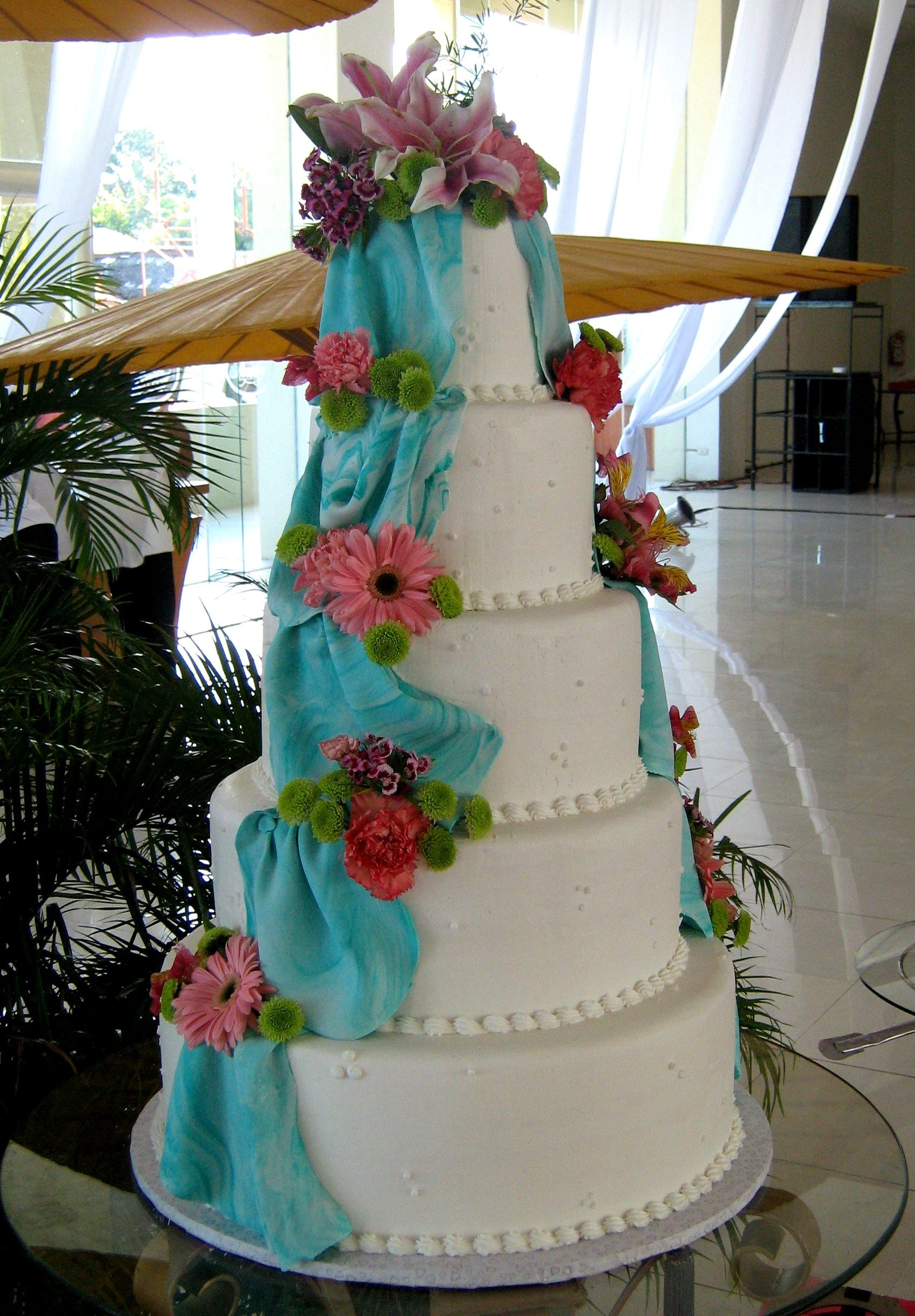 5 layer white wedding cake in buttercream icing with marbled robin