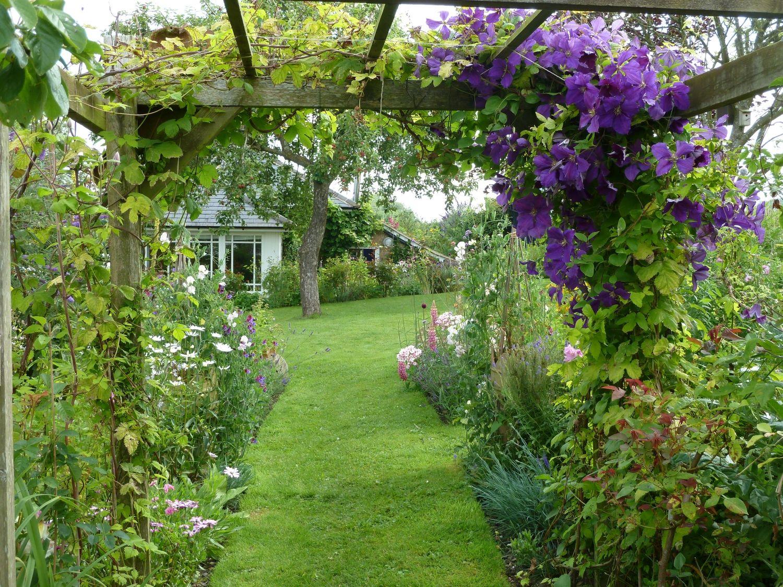 Crofton Lock House Marlborough Wiltshire Sn8 3dw National Garden Scheme Garden English Country Gardens Country Gardening