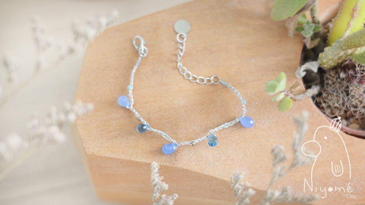 a beautiful handmade blue crystals handmade woman fashion bracelet