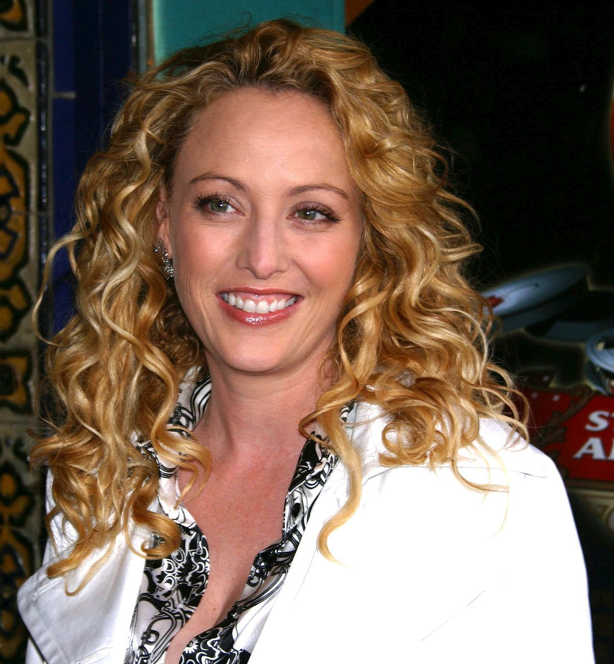 Ariane Bellamar Bio