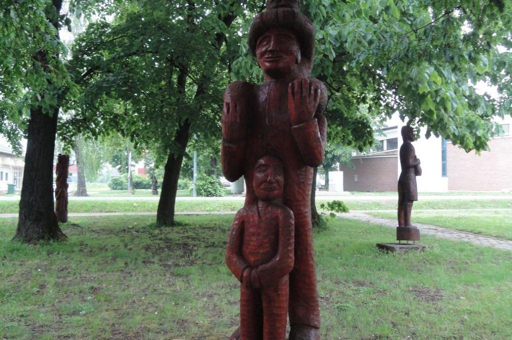 Drvena skulptura u parku Ernestinova