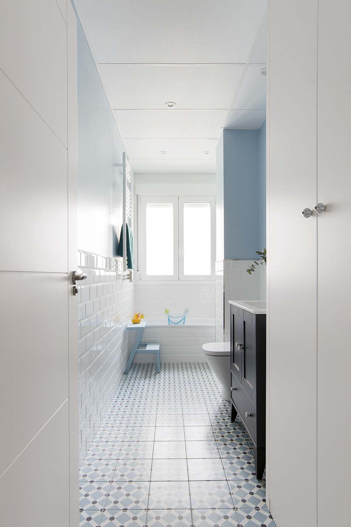 Antes y Después: Un baño nuevo y despejado   Cuartos de ...
