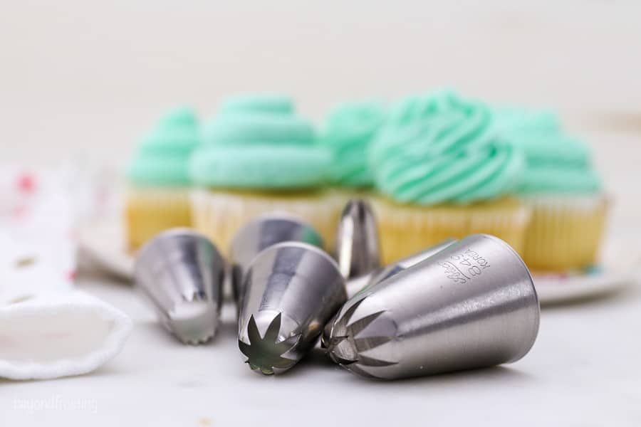In this tutorial, you'll learn Cupcake Decorating Techniques, including how to frost cupcakes with different piping tips, and the best equipment to use for cupcake decorating. You'll  learn how to decorate cupcakes like a PRO in no time! #cupcakedecorating #cupcakefrosting #cupcakedecoratingideas #pipingtipsforcupcakes #howtodecoratecupcakes #decorationequipment