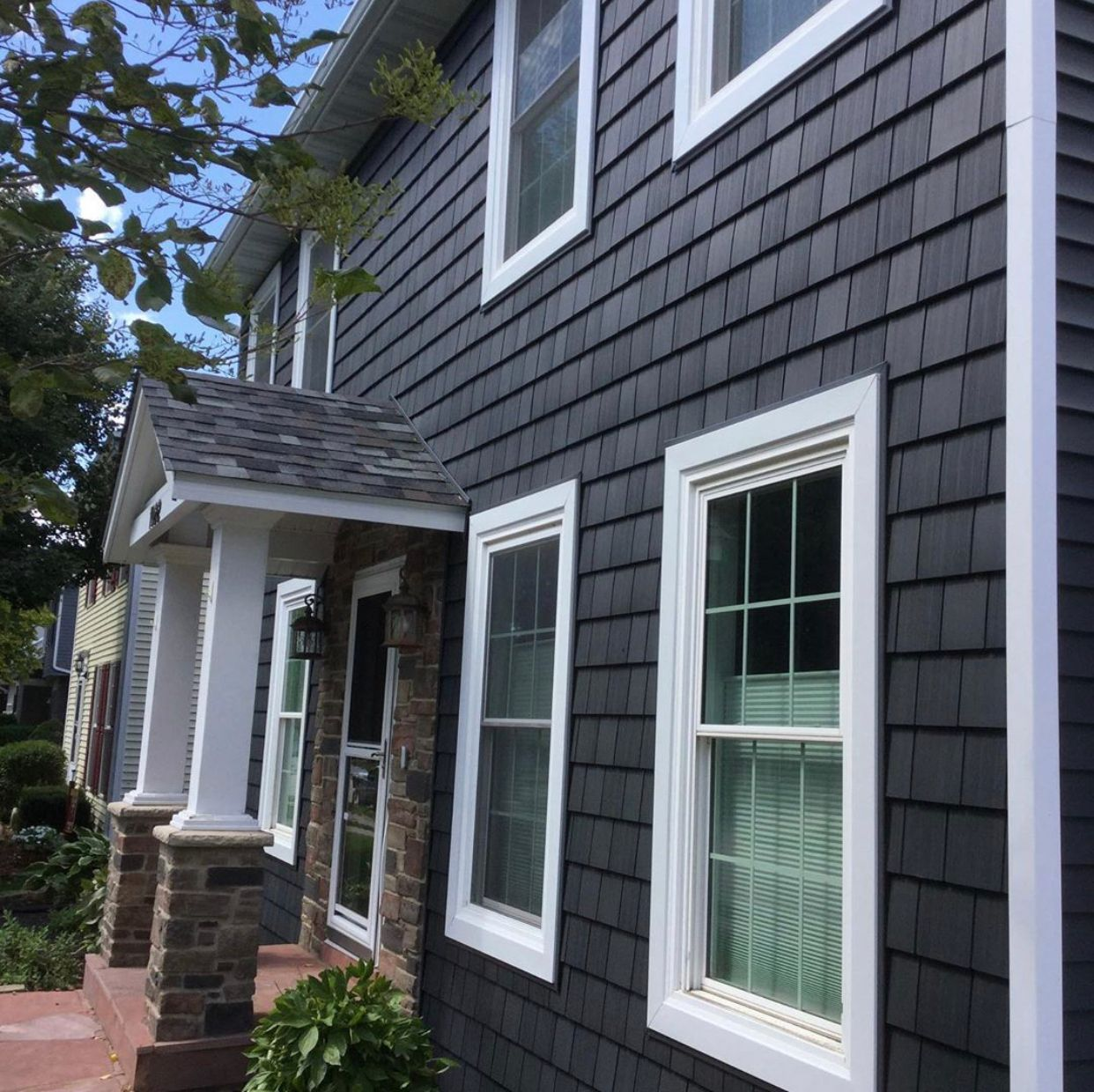 Whether You Re Looking For Bold Accents Or Full Wrap Around Application Foundrysiding In Shakes S Shingle Exterior Ranch House Exterior Vinyl Shingle Siding