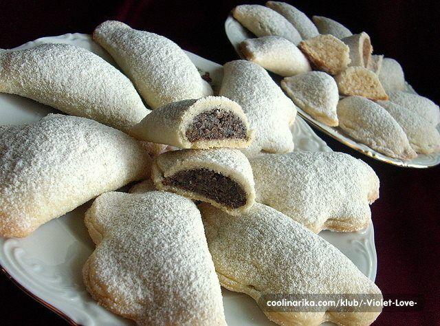 Sastojci tijesto 300 g oštrog brašna 300 g mekog brašna 250 g omekšalog margarina 200 g čvrste, bijele masti 2 paketića vanilin šećera 2 žlice meda 2 čepa rakije 2 žlice bijelog octa 7...