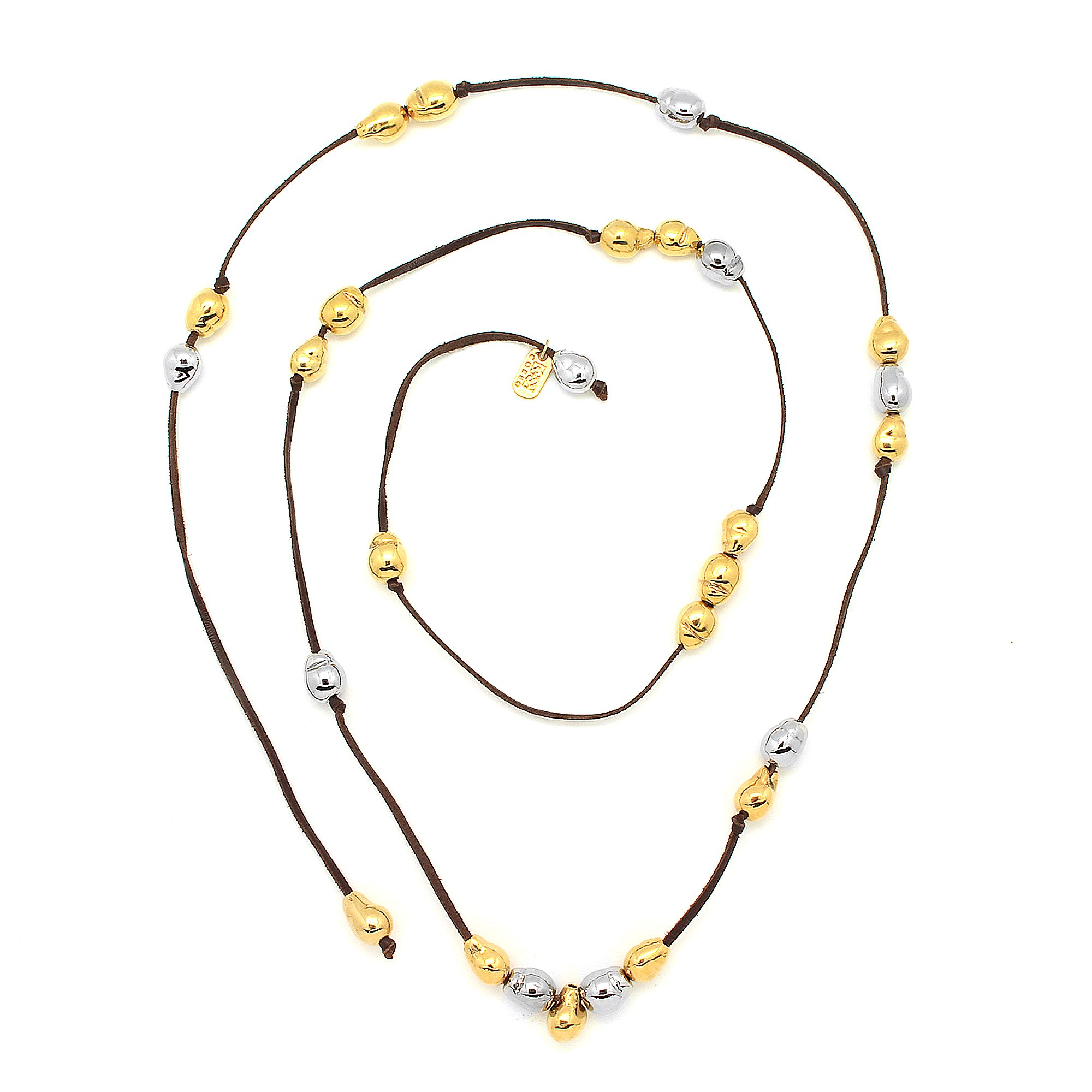 Collar de Tiras de Piel. 18 Perlas en Baño de Oro de 22K y 9 Perlas en Baño de Rodio.