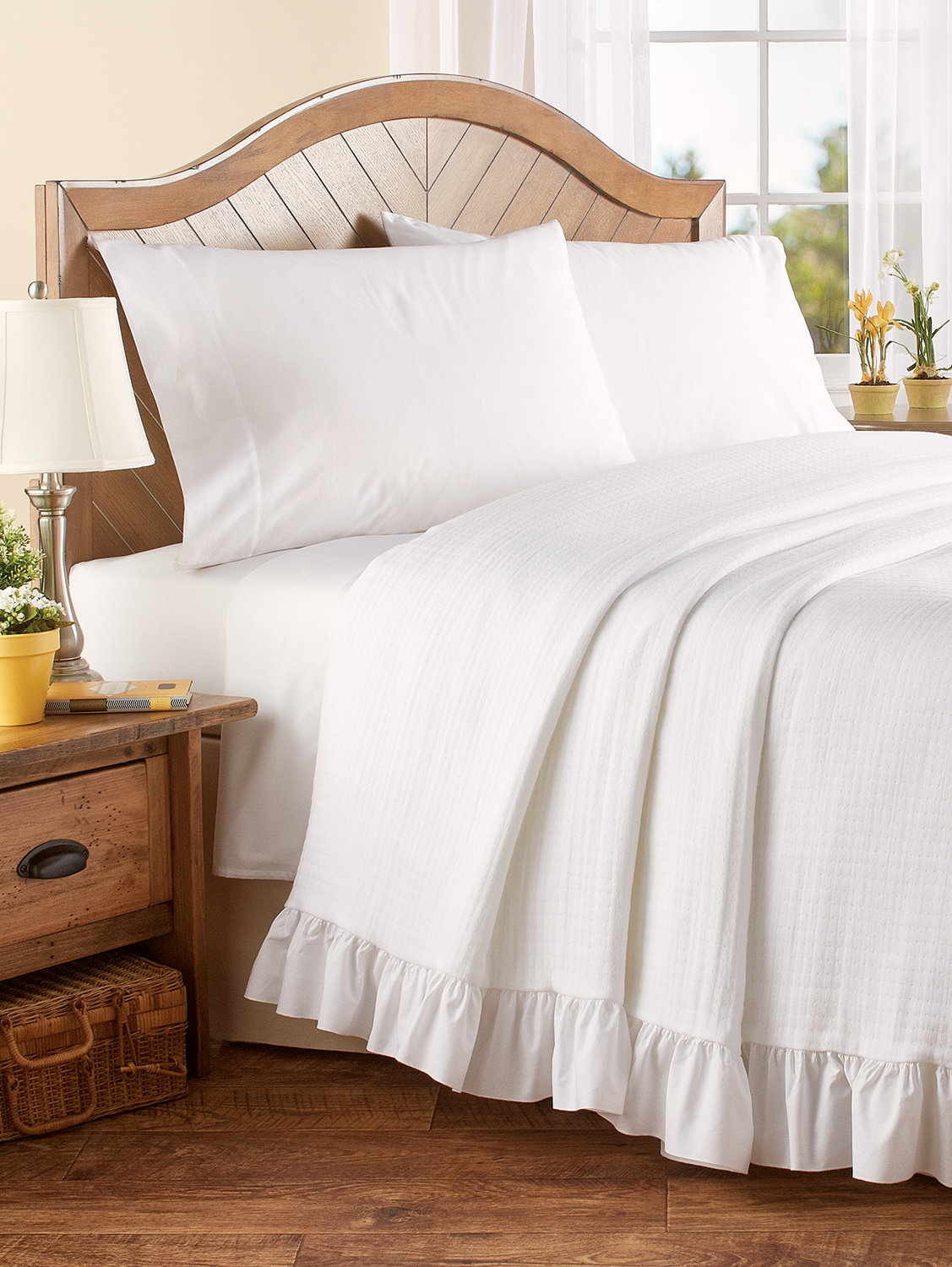 Pin By Catherine Colgan On Bedroom Ruffle Bedspread Bed Spreads White Bedspreads [ 1500 x 1127 Pixel ]