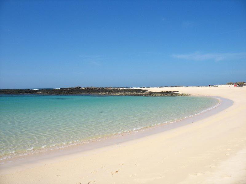 10 spiagge dal mare azzurro e trasparente ideali per quest'estate (5 sono in Italia)   WePlaya