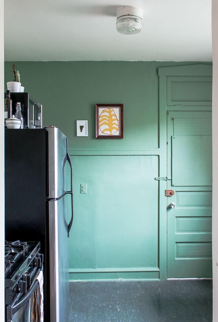 A City Dweller Aces DIY & Design in Chicago | Green walls, Bulbs and ...