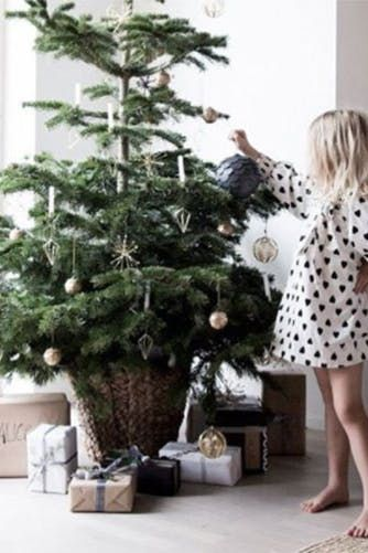50 Fabulous and Simple Holiday Decorating Ideas Holidays - simple christmas decorating ideas