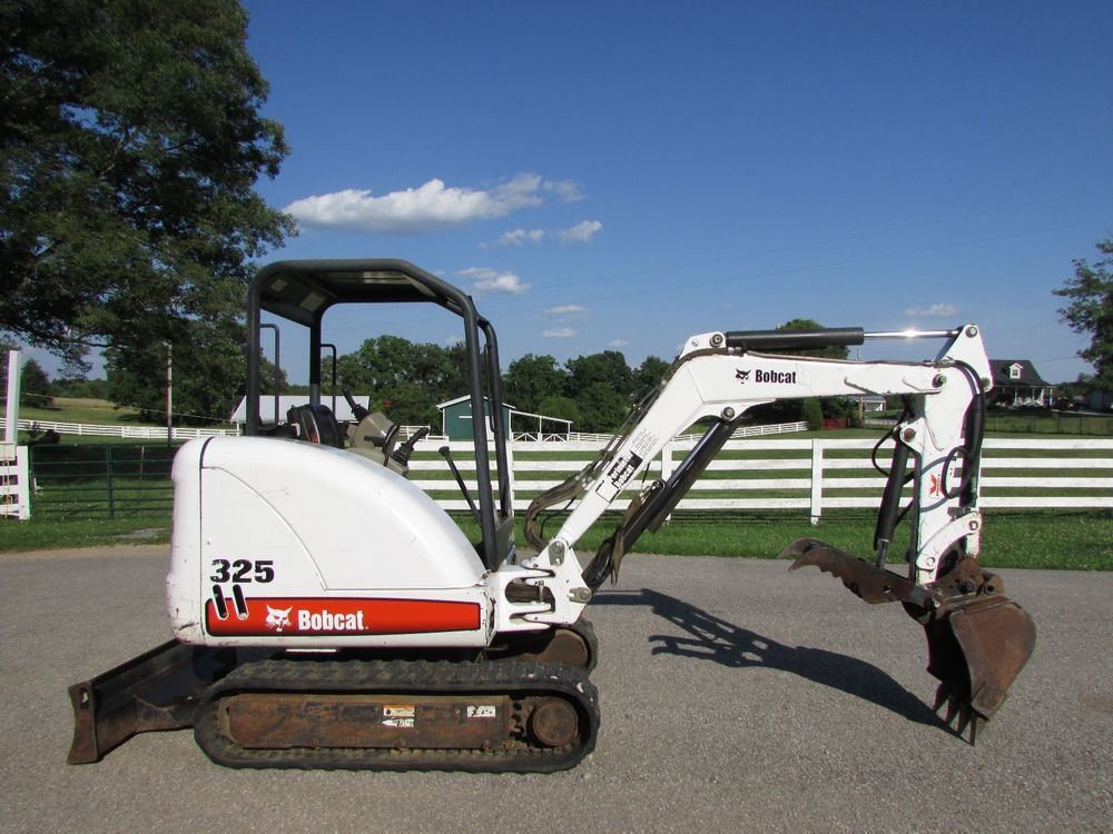 2004 bobcat 325g / only 1008 hours / hydraulic thumb / 2