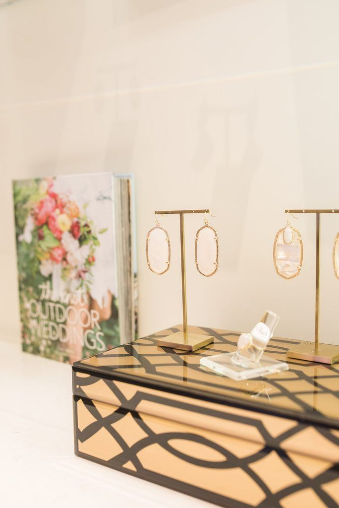 The Kendra Scott Color Bar is a jewelry lovers' paradise! Learn more on the blog: http://www.lavinlabel.com/2016/08/31/kendra-scott-color-bar/