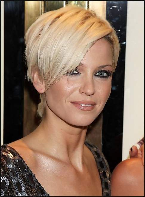 Frisuren Pixie Cut   Sarah Harding Short Blonde Pixie Cut With Long Bangs Kurze Haare