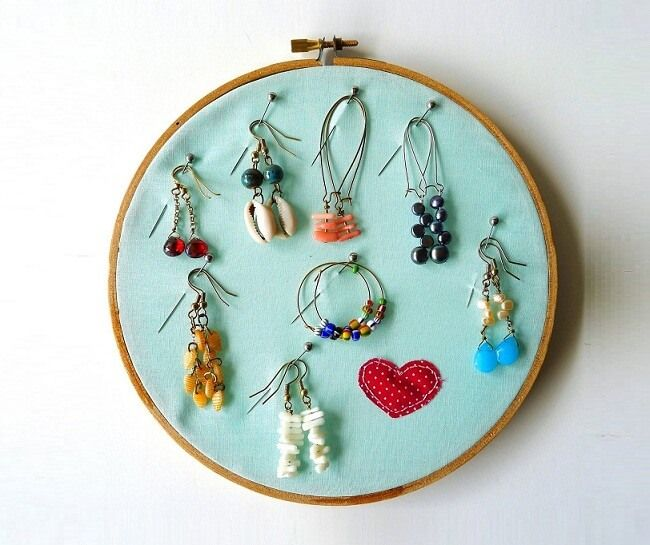 jewelry display with embroidery hoops