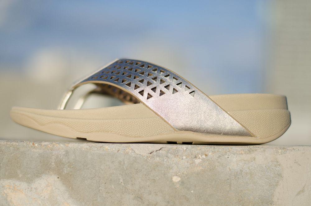 800944d27a3a FITFLOP Women s US Size 6 EU 37 Pale Gold Leather Lattice Surfa Thong Flip  Flops