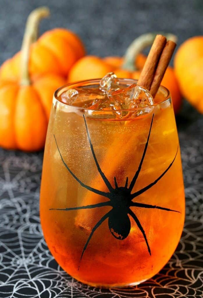 This pumpkin Spiced Wine Spritzer will keep you in the Halloween - halloween party decorations adults