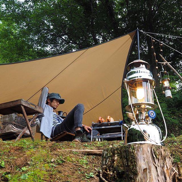 一人旅やツーリング 登山などでは単独行動を好む方も多くいるかと思います 中には女性一人で挑戦しようしている人もいるのではないでしょうか 一人用のテントを持ち歩いて旅を楽しみ 気に入った場所でテント泊 ソロキャンプとはいったいどのようなものなのでしょうか
