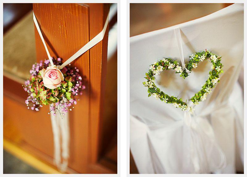 Kirchendekoration mit Blumen  Hochzeit  Dekoration